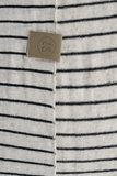 detailfoto van de zwart/zand gestreepte sjaal van Zusss