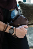 sfeerfoto van de handige portemonnee clutch aubergine van Zusss